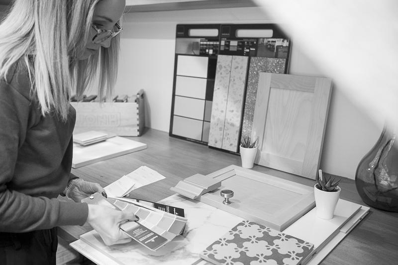 Architecte designer en plein travail, de Cas par cas