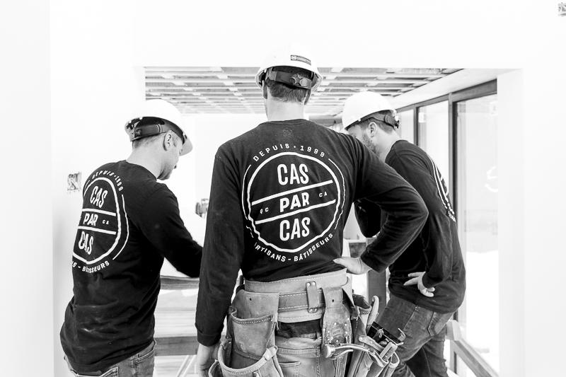 Groupe d'employés en construction, Cas par cas